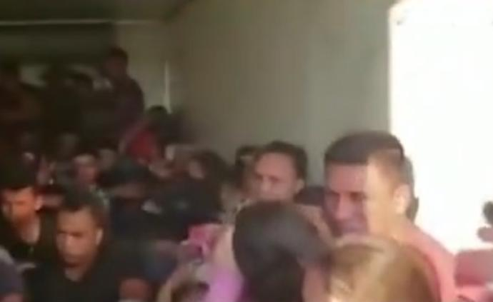 墨西哥警方在卡车中救出62名非法移民