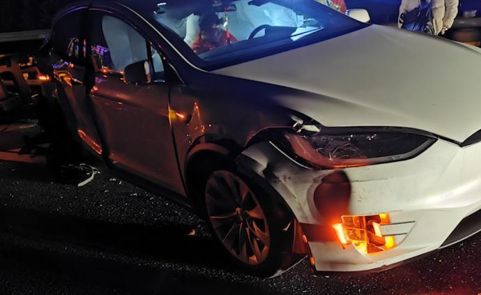 百萬特斯拉被撞毀,司機:我夢到會出事