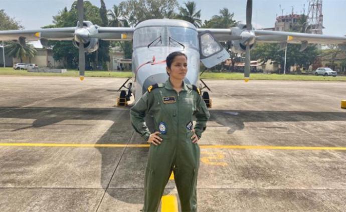 印度军队里程碑事件:海军迎来首位女飞行员