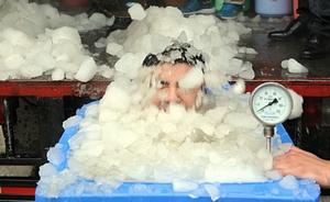 陈光标再次发布冰桶挑战照片,自称桶中零下20度