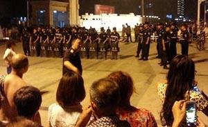 成都城管被指殴打摊贩并打伤拍照大学生,官方:围观的瞎起哄
