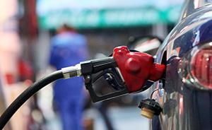 """国内成品油价迎""""五连跌"""":汽、柴油价每吨降100元和95元"""