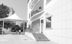 武汉一高校内酒店组织卖淫,校方称酒店与学校无关已报警
