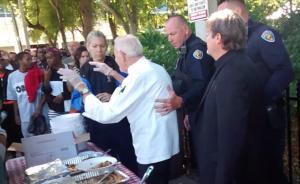 当心!在美国一些城市向流浪者提供食物是会被捕的!