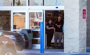 美国两岁男童超市玩枪误杀母亲,今年已发生多起儿童触枪悲剧