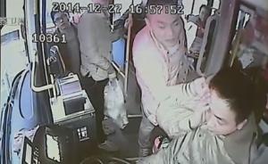 江苏男子在公交上嗑瓜子乱扔壳,司机劝阻遭猛扇耳光