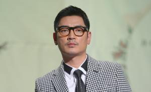 韩歌手不满飞机服务酒后闹事摸空姐,持他人登机牌未被发现