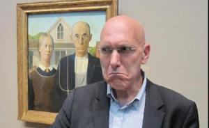 在博物馆里照相很文艺,不过外国博物馆开始禁止自拍神器了