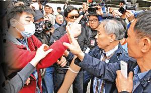 """香港百余人举行""""反水货客""""游行,警方拘捕33人"""