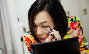 日本的同性恋维权,从电视上古怪直率的Gay明星开始?