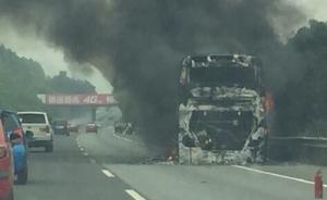 桂林至南宁高速一双层大巴起火,应急道被占消防车无法抵达