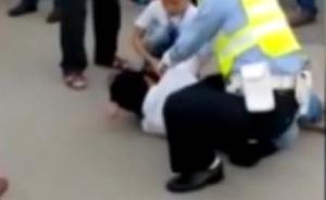 深圳警方回应交警跪压车主:车主不服从指挥并打落交警执法仪