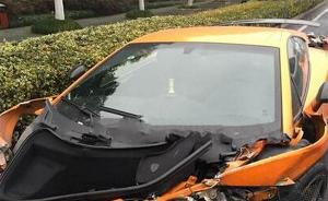 一疑似亚裔车主英国驾兰博基尼撞烂了,下车后说明天再买一辆