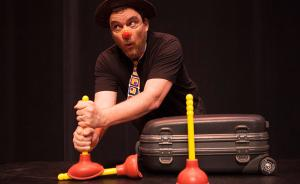 让小丑教孩子数学?美国数学系教授用默剧表现数学概念