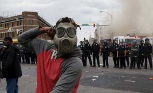 直击| 美国巴尔的摩暴乱,警方全城戒备称黑帮联手策划袭警