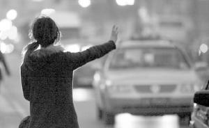 """疑因被拒载起争执,上海一女乘客""""路怒""""发作划伤的哥"""