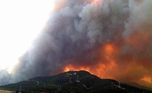 山东威海罕见山火,两千人参与扑救