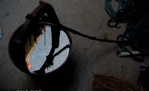 """河南村民投诉井水""""遇火就燃"""",调查显示附近加油站漏油"""