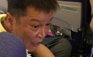 飞行中男子强开手机遭指责,女伴殴打劝阻乘客