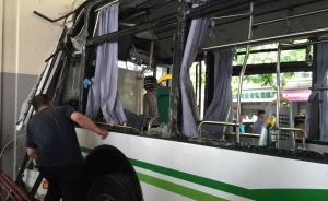 上海警方回应44路公交车撞高架:尚无证据表明系避让行人