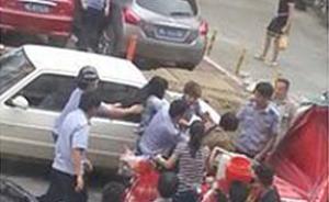 福建一男子称拍摄城管和摊贩冲突被打吐血,警方介入调查