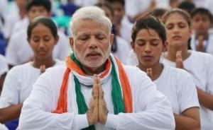 国际思想周报|印度怎样用国际瑜伽日反击西方生活方式