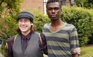 美国同性恋的心酸成长:在厕所被同学殴打,在森林被家人放逐