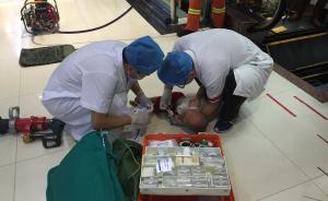 """电梯又""""吃""""人!广西梧州1岁多幼童被卷入扶梯,左臂重伤"""