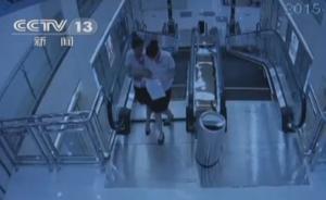 """湖北""""电梯吃人""""事发前夕视频曝光:两名工作人员险些坠落"""