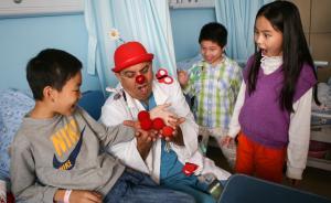 """中国儿科医生缺口达20万,医师资格考试要""""降分录取""""?"""