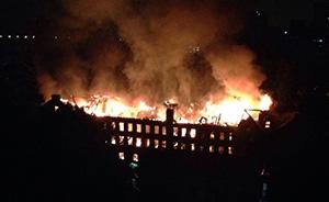 网友:上海大学校园一栋教堂和一宿舍楼今晨接连发生火灾