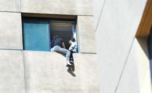 与甘肃交通厅债务纠纷,两女子爬上办公室主任16楼窗口讨债