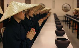 上海玉佛寺短期出家爆满:女白领多,7天收费两千需托钵乞食