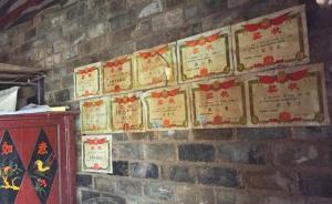 湖南涉嫌杀师少年家中贴11张奖状,母亲诧异儿子咋变坏了