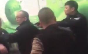 兰州回应警方处警时拔枪解围:被十余人围攻,控制一嫌疑人