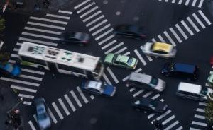 上海4岁男孩上错车与父亲走失,公交智能系统发寻人信息找回