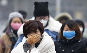 【口罩】12月8日,北京,外出的市民大多都戴上了口罩。