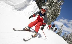 带娃去滑雪、溜冰?专家给初学者的5点提醒