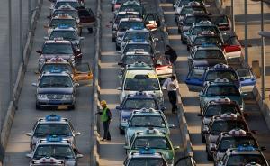 """到浦东机场打车""""心里有数"""":大屏幕显示到上海多地参考车费"""