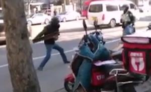 上海快递员向民警挥舞1米多长槽钢被制服,两年前曾驾车抗法