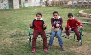 暖闻丨歌声中的叙利亚:难民儿童三兄弟Rap唱出希望