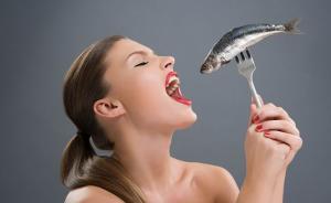 孕妇多吃鱼宝宝更聪明?吃太多鱼或致孩子童年时期肥胖