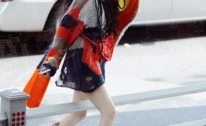女星张馨予微博发图被上海警方点名:跨过道路隔离栏应处罚款