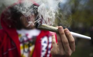 上海一大学生卖大麻给外国留学生3个月赚1万多元,被批捕