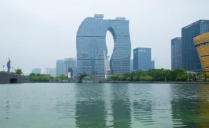 """杭州一在建高楼被戏称""""粗细腿"""",建设方称灵感来自三潭印月"""