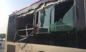 天津两辆公交车因司机斗气当街互撞:车窗破碎,乘客摔倒受伤