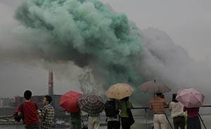 """黄浦江畔上演""""白日焰火"""",浓烟被疑导致PM2.5飙升"""