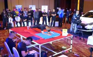 平板支撑8小时1分钟,中国特警毛卫东勇破纪录成世界网红