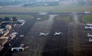 印度一客机降落时4个轮胎爆胎,幸未造成人员伤亡