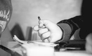 安徽一74岁返聘教师半年猥亵十余名小学女生,当地警方立案